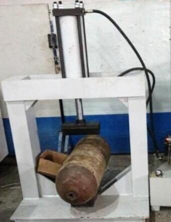 钢瓶压扁试验装置